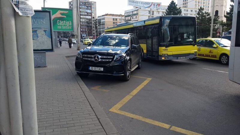 automobil parcat în stație, Iași