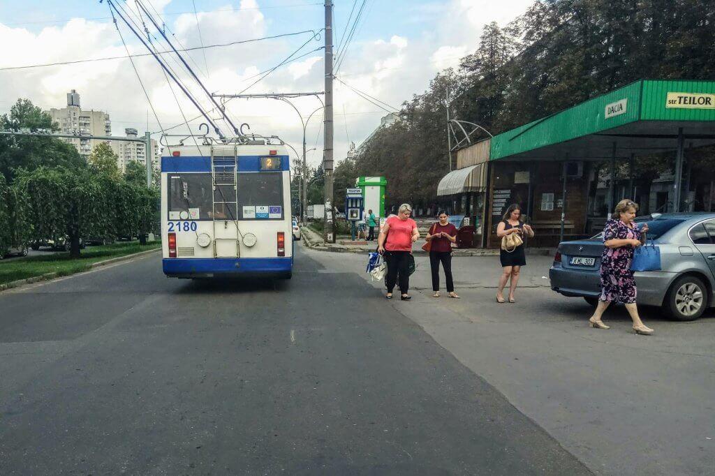 stația str. Teilor pe bulevardul Dacia, Chișinău